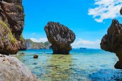 Den sceniska sikten av bergöar och havet skäller Fotografering för Bildbyråer
