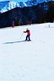 In den Schweizer Alpen, auf der Bahn Ski fahren stockbild