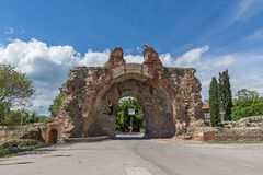 Den södra porten som är bekant som kamlen av forntida roman, befästningar i Diocletianopolis, stad av Hisarya, Bulgarien Royaltyfria Foton
