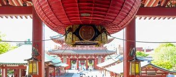 Den Sensoji eller Asakusa Kannon templet är en buddistisk tempel som lokaliseras i Asakusa, gränsmärke och populärt för turist- d arkivfoton