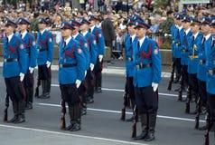 Den serbiska armén skydd enhetsövning Royaltyfri Fotografi