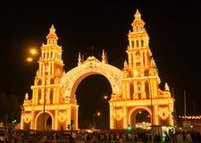 Den Seville Spain/14th April 2013/turisten beundrar ljust ilumien arkivbild