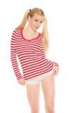 Den sexiga blonda röda och vita skjortaunderbyxoren kortsluter Royaltyfria Bilder