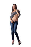 Den sexiga flickan undress jeans och ärmlös tröja Fotografering för Bildbyråer