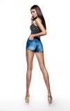 Den sexiga kvinnan i jeans kortsluter Arkivfoto