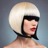 Den sexiga kvinnan med guppar frisyren Arkivfoto