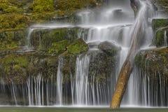 Den Sgwd år Eiravattenfallet, Brecon leder nationalparken, Wales arkivfoton