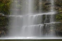 Den Sgwd år Eiravattenfallet, Brecon leder nationalparken, Wales arkivbilder