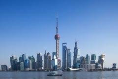 Den Shanghai TV:N står hög och Lujiazui, Landmark royaltyfria foton