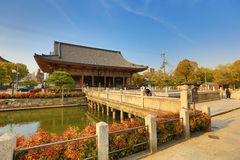 Den Shitennoji templet i Tennoji avvärjer, Osaka Royaltyfri Fotografi