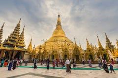 Den Shwedagon pagoden Arkivfoton