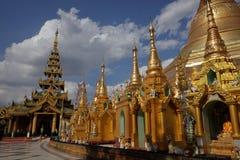 Den Shwedagon pagoden av Rangoon i Myanmar arkivfoto