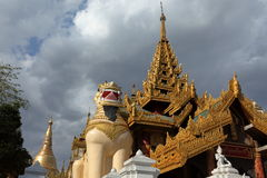 Den Shwedagon pagoden av Rangoon i Myanmar arkivbild