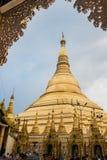Den Shwedagon pagoden i Yangon, Myanmar Arkivbild