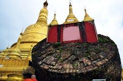 Den Shwemawdaw Paya pagoden är en stupa som lokaliseras i Bago, Myanmar Fotografering för Bildbyråer