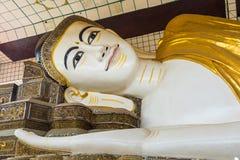 Den Shwethalyaung Buddha som vilar Buddha i den västra sidan av B Royaltyfria Bilder