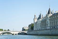 Den Siene floden i Paris Arkivbilder