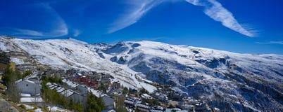 Den Sierra Nevada byn skidar semesterorten Granada royaltyfria foton
