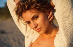 Den sinnliga modellen poserar Royaltyfria Bilder