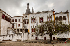 Den Sintra medborgareslotten (Palacio Nacional de Sintra) Royaltyfria Foton