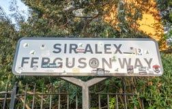 Den Sir Alex Ferguson vägen undertecknar in Manchester Royaltyfri Foto