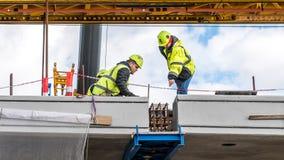 Den sista biten p? bron, kronprinsessaMary bro i Frederikssund, Danmark royaltyfri fotografi