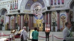 Den sjö- domkyrkan av St Nicholas i Kronstadt från insidan arkivfilmer