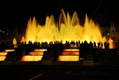 Den sjungande springbrunnen i Barcelona Arkivfoton