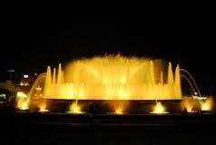 Den sjungande springbrunnen i Barcelona Royaltyfri Foto