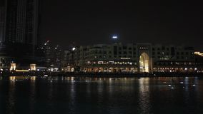Den sjungande springbrunnen i Dubai stock video