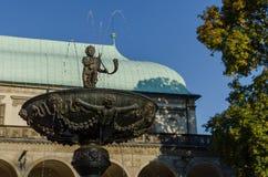 Den sjungande springbrunnen, konungar arbeta i trädgården, Prague Royaltyfri Fotografi