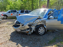 Den skadade bilen beslagtar in lotten Royaltyfria Bilder