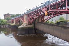 Den skadade floden Clyde Weir efter ny flod royaltyfria bilder