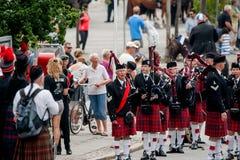 Den skotska säckpipe- orkesteren ståtar Arkivbild