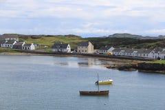 Den skotska staden av port Ellen på ön av Islay arkivbilder