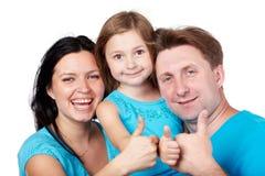 Den skratta familjen ger upp deras tum. Royaltyfri Foto