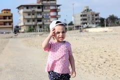Den skriande ledsna araben behandla som ett barn flickan Royaltyfri Fotografi