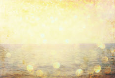 Den skriftliga ordsommaren på strandsand och guld- ljus för gliiter Arkivfoton
