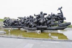 Den skulpturala gruppen 'korsning av Dnieperen' i Kiev Arkivfoto