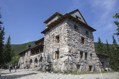 Den skydd`-Murowaniec `en på Gasienicowa - inkvartera i Tatra-bergen Royaltyfria Foton