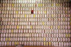 Den sl?kt- kyrkog?rden och namnet tombwooden etiketten f?r kinesiskt folk som ber och offer- erbjuder i den Tiantan templet p? Ki arkivfoto