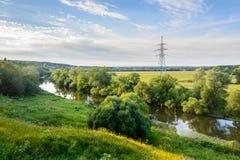 Den slingriga floden på en sommarafton Royaltyfria Bilder
