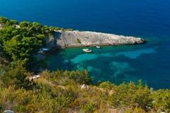 Den små lagunen och stenen spottar. Adriatic hav Royaltyfri Fotografi