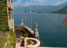 Den små privata hamnen av Villa Del Balbianello royaltyfri foto