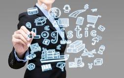 Den smarta affärskvinnan skriver logistiskt idébegrepp Arkivfoton