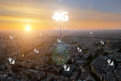Den smarta staden och 4G signalerar kommunikationsnätverket, den distric affären royaltyfri fotografi