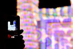 Den smarta telefonen och konserten Arkivbilder