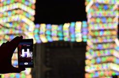 Den smarta telefonen och konserten Arkivfoto