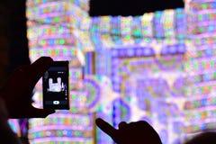 Den smarta telefonen och konserten Arkivbild