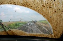 den smutsiga bilen samlar windshielden arkivfoton